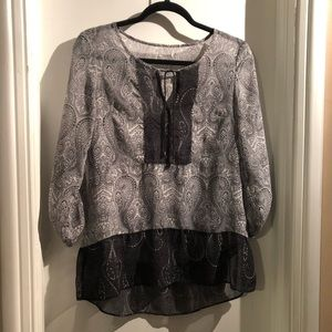 Boho blouse w/rollup sleeve tab in great condition